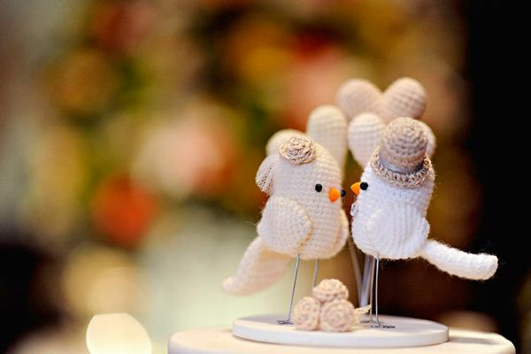 crochet bird top engagement cake