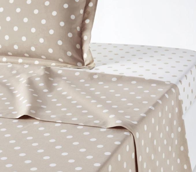 Sheet with polka dots