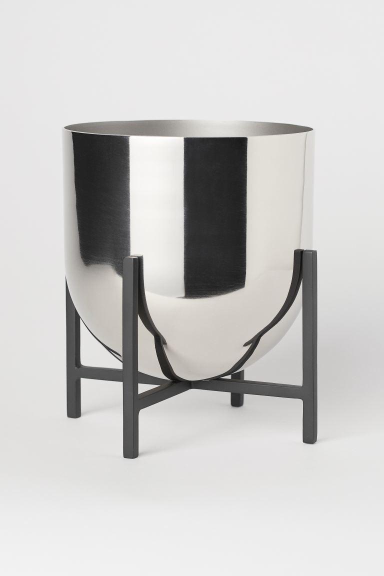 Flowerpot with pedestal
