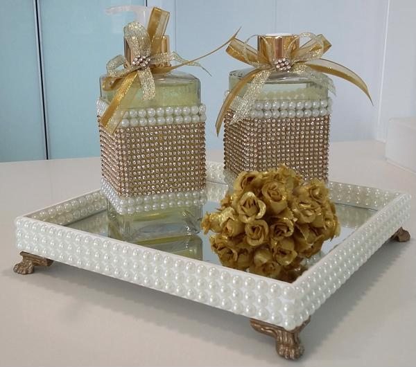 Mirrored lavatory tray with pearls