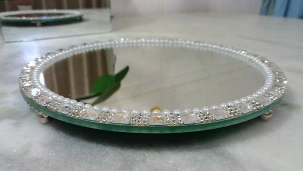 Mirrored round tray