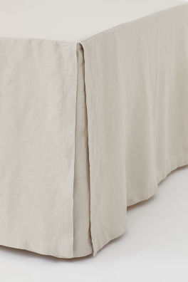 Bed skirt in washed linen