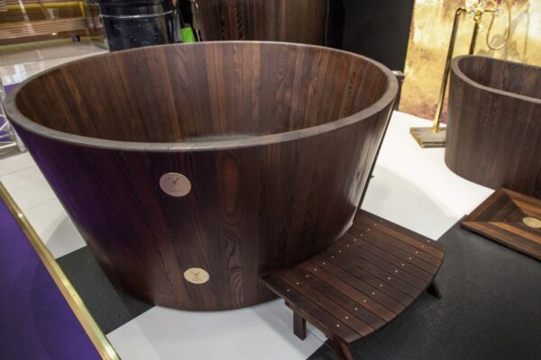 how-to-build-wooden-bathtub-1